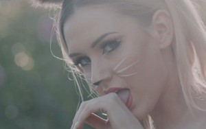 Oliver Heldens – Melody (Official Music Video)