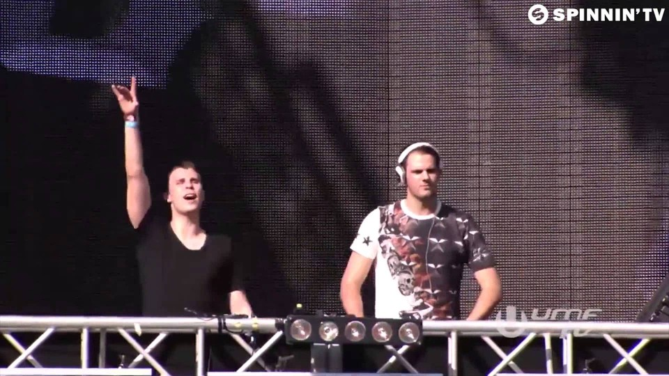 Headhunterz & Crystal Lake – Live Your Life [W&W Live @ Ultra Music Festival 2015]